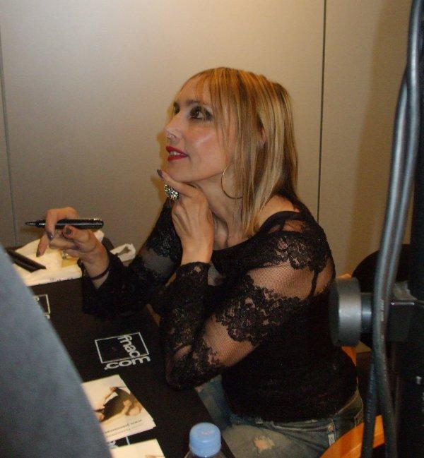 """DEDICACE de """" BLEU CITRON"""" à la FNACde METZ , LE 06/09/2011 !"""