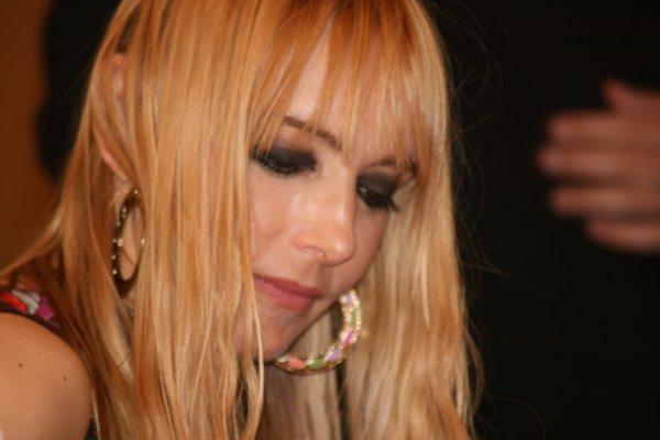 """DEDICACE de l'album """"BE WEST"""" au Louvre à PARIS, LE 24 MAI 2008 !"""