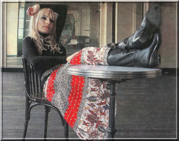 Il y a 9 ans jour pour jour... - Jeanne donnait une série de  4 concerts au Trianon -  Découvrez l'article de presse  paru le mardi 24 juin 2008 dans le   Parisien-Aujourd'hui en France