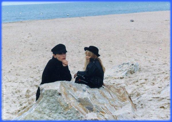 """01 octobre 2007 - 01 octobre 2017 Le blog JEANNEMASENVRAI fête son 10ème anniversaire- Interview exclusive de LEA FRANCOIS La """"petite fille"""" du clip """"AU NOM DES ROIS"""" en 1992"""