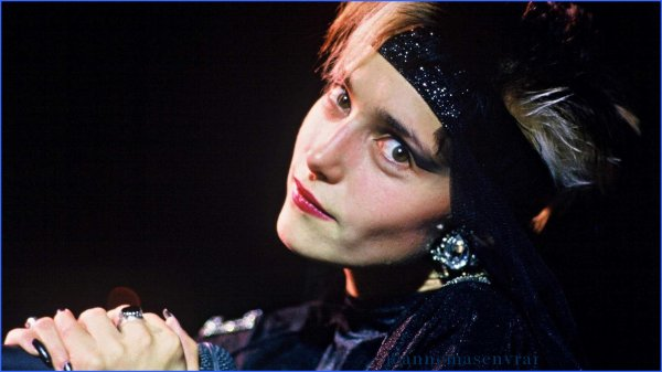 Clin d'oeil - Février 1988 : Publication du premier classement des personnalités préférées des français  - Jeanne se classe à la 38ème position