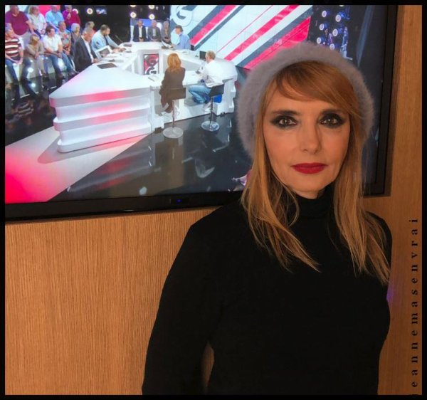 "News TV - Jeanne invitée des ""Grandes Gueules""  (RMC Story - 05/6/19)"