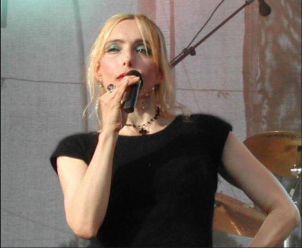 """En attendant l' OLYMPIA... - Jeanne interprète """"OH MAMA"""" en live (Troyes - 10 - Aube - 02/06/2005)"""