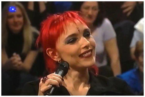 """Le passage TV intégral et inédit de la semaine - Jeanne invitée de l'émission suisse  """"Superstars d'un soir"""" (mai 2001)"""