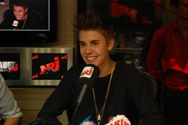 Justin hier chez Cauet ♥