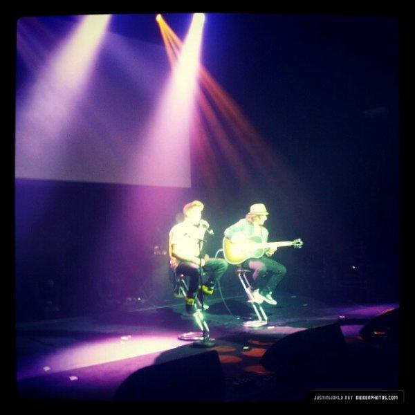 Suite des photos de Justin hier soir au concert des Nrj Music Tour ♥