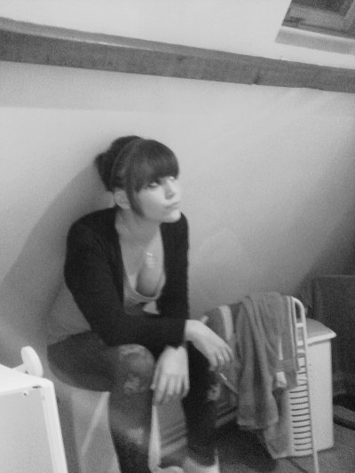 """SI J'AI UN COEUR DE PIERRE C'EST QUON MLA TROP SOUVENT FAIT A L'ENVER                                                                                                                                                                                                                                                                                                                                                                                                   Le Temp, N' efface Pas Les Erreures . il Acsentu Ma Douleur Que Je Porte                                              alicia ne se connait pas exactement pour vous dire exactement qui elle est ! Elle est sage comme une image si tu savais, elle aime être entourée des gens qu'elles aiment ?! Elle aime les rumeurs car elle découvre des choses sur elle dont elle ignorée complétement! Toujours hâte d'être aux week-end pour se péter le crâne, se mettre dans des états pas possible et si elle le le fais pas elle dit que son week était pourri ! Ses ambitions c'est pas des mômes, une maison et un chien c'est tout simplement d'être entourées de gens aussi bourrées et droguées que toi tu te crois différent, triste, malheureux tout ça parce que t'écrit des textes """"philosophiques'' que personne va lire. Et dont tout le monde se fout. On est tous les mêmes. Une société de petits rebelles défoncés au Shit & à l'Alcool. Merveilleux, mais çà y'est t'às réussi à gâcher là moitié de ta vie. Yeah, c'est tellement jouissif ."""