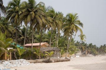 la plage d'assinie