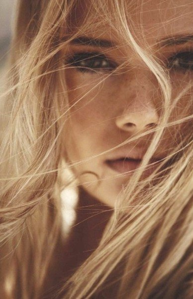manifeste des salopes blonde pulpeuse
