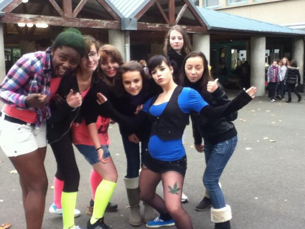 moi & marine & ruht & cyndie & claire &  noemi & justine je vous  aime les  meuff