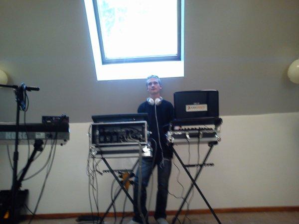 DJ80 au platines