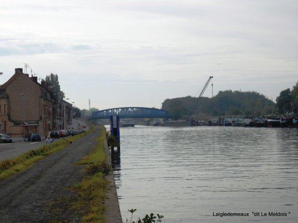 """a travers le trou de l'objectif  """" Gare d 'eaux  de Dorignie """"(59)"""