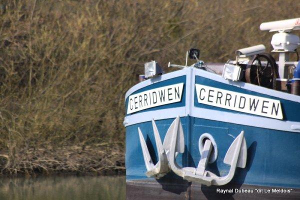 a travers le trou de l'objectif  Germigny le Cerridwen