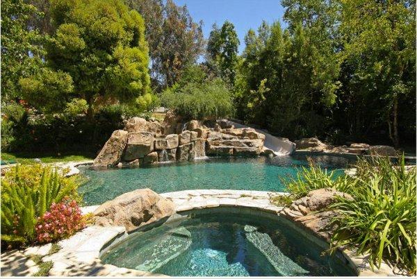 Quelques photos de l'ancienne propriété de Lisa Marie à Hidden Hills ( Californie ) .