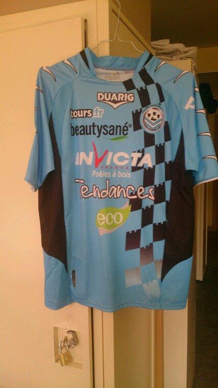 Maillot Tours Fc domicile saison 2010-11 porté par W.Moimbe
