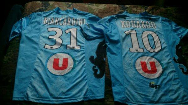 Maillots Tours Fc domicile saison 2011-12 et 2012-13 portés par R.Biancardini et C.Kouakou