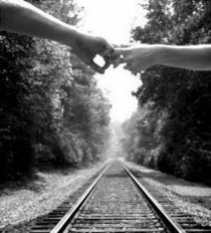On passe une moitié de sa vie à attendre ceux qu'on aimera et l'autre moitié à quitter ceux qu'on aime.