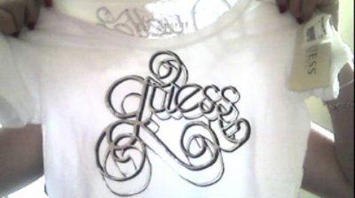 """tee shirt guess neuve encore avec étiquettes taille L mais plutôt S/M ! arrière """"quelle bonheur"""""""