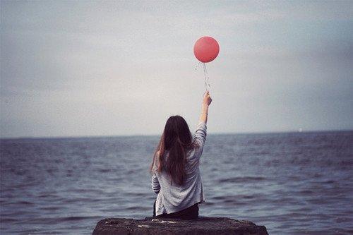 † Quand je vois tomber la pluie, je me sens moins seule, car je me dis, que quelqu'un pleure aussi. †