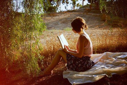 ★ Être célibataire ne signifie pas que personne ne te veux. Cela signifie que Dieu est occupé à écrire ton histoire d'amour... ★