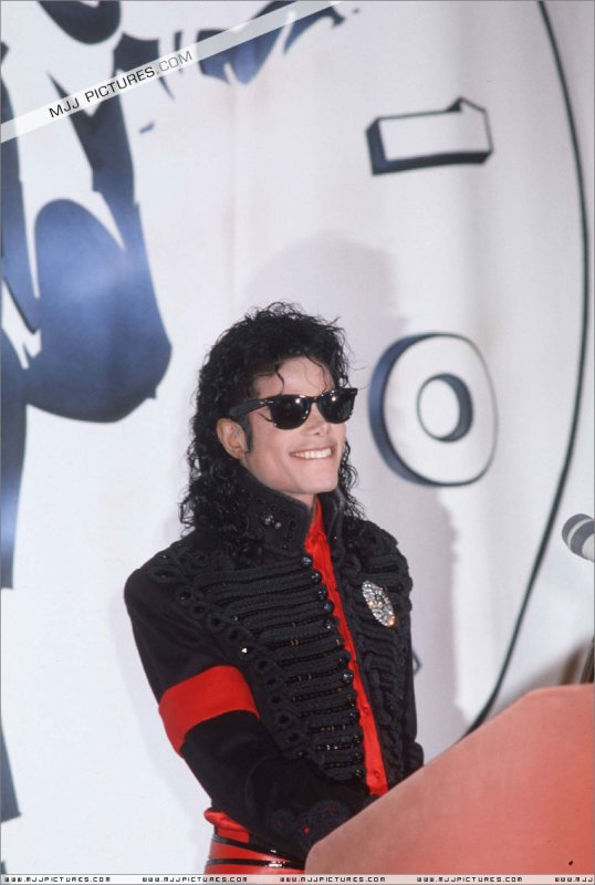 CBS Records Top Selling Artist of The Decade ( suite )