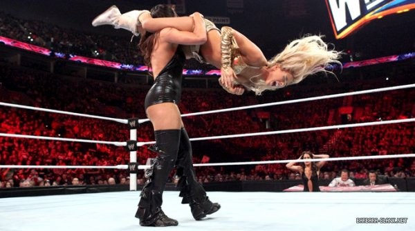 Kelly Kelly bat Nikki Bellas