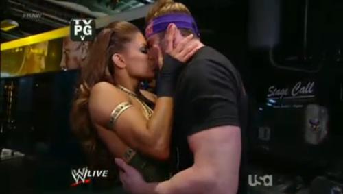 Eve kisse Zack Ryder
