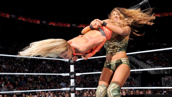 Kelly Kelly VS Eve Torres