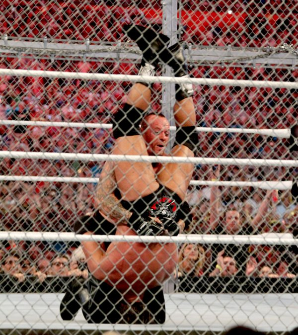 WrestleMania 28 : Undertaker bat Triple H (Shawn Micheals en arbitre)