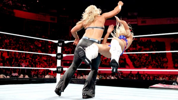 Kelly Kelly VS Beth Phoenix