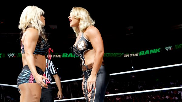 Resultats MITB: Layla, Kaytlin & Tamina battent Beth Phoenix, Natalya & Eve
