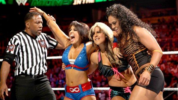 Resultats MITB: Layla, Kaytlin & Tamina battent Beth Phoenix, Natalya & Eve (2)