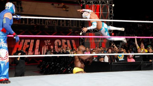 Résultats Hell in a Cell 2012: Rey Mysterio & Sin Cara VS The Prime Time Players