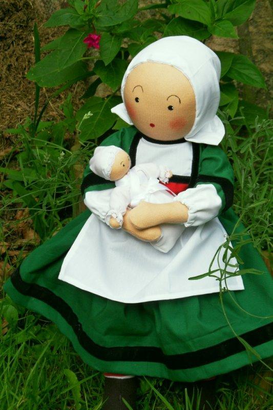 Bécassine nourrice, poupée de 45cm, numérotée et signée.Vous pouvez commander, dès à présent, cette poupée pour vos cadeaux de Noel.   Elle est disponible en plusieurs tailles, de 35cm à 85cm, prix selon taille...Je suis à votre dispositions pour tous renseignements. Email: anita-rech@orange.fr