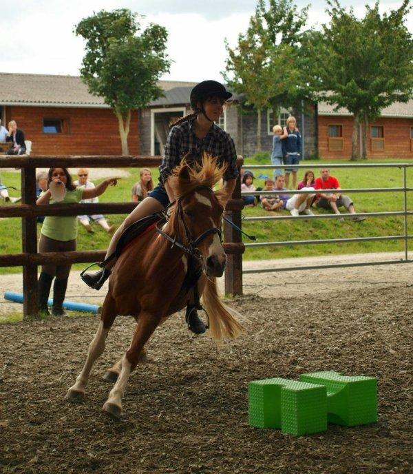 *Jeux à poneys, Relais des quatre coins, sur ma choupiiiiiiie Tapioca :D ♥