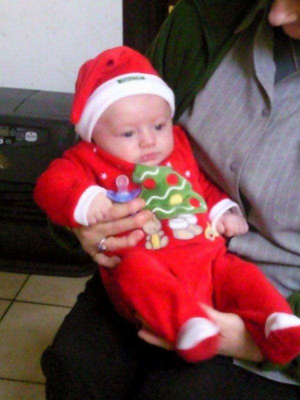 mon petit frere fait le pere Noel mdrrr tout beau toute les fille seront a sont cul lol