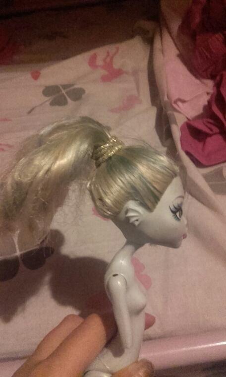 La coiffure de ma poupée (faite par moi)