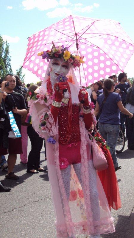 vla skn aime tous ds les gay pride!!!