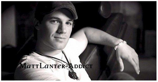 ______ Twitter : Le 15 Novembre 2010 : Matt partage avec nous une toute nouvelle photo de lui   ( Plutot, Magnifique comme d'hab :D ) Comment le trouvez vous ? ______
