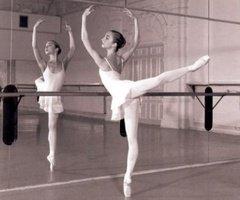 La danse est une cage où l'on apprend l'oiseau. Claude Nougaro