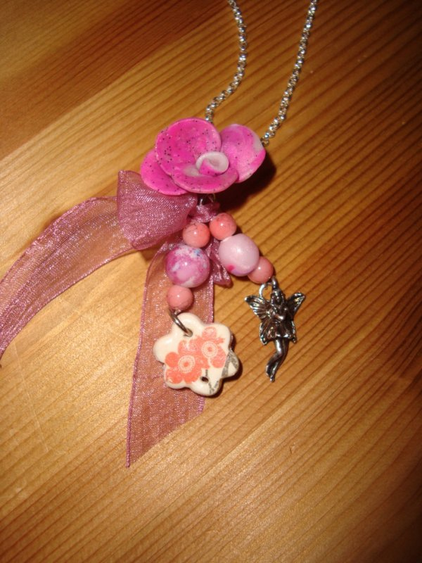 Pendentif : fée et fleure