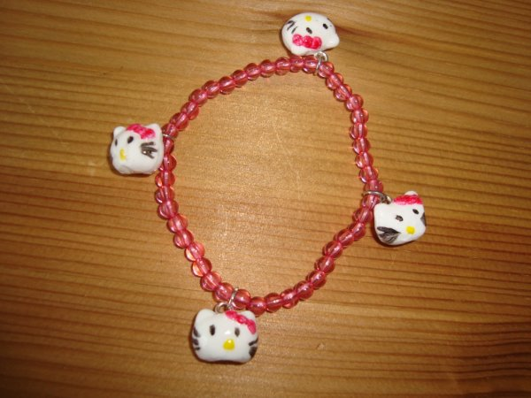 Le bracelet Hello kitty