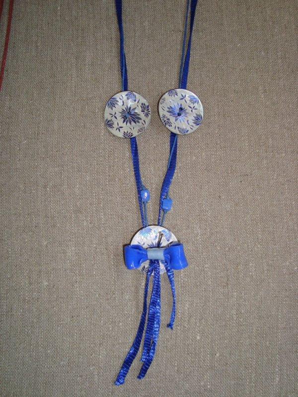 Collier boutons bleu