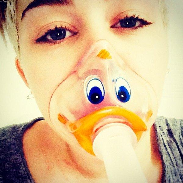 """Miley Cyrus parle pour la première fois de son séjour """"fou"""" à l'hôpital"""