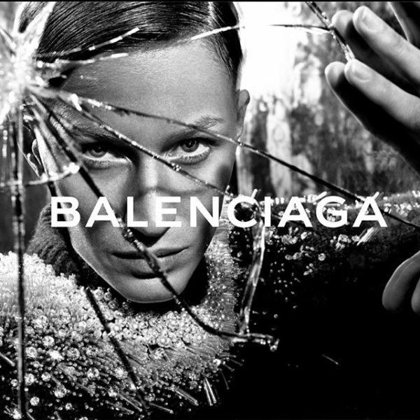 La coupe très courte de Gisele Bündchen pour une pub de Balenciaga : les photos !