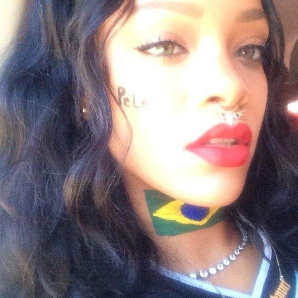 Rihanna se dénude pendant la finale de la Coupe du Monde et pose avec l'équipe d'Allemagne : toutes les photos !