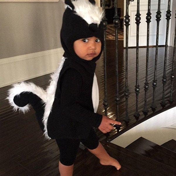 Le costume de putois de North West pour Halloween est trop mimi : voyez vous-même !