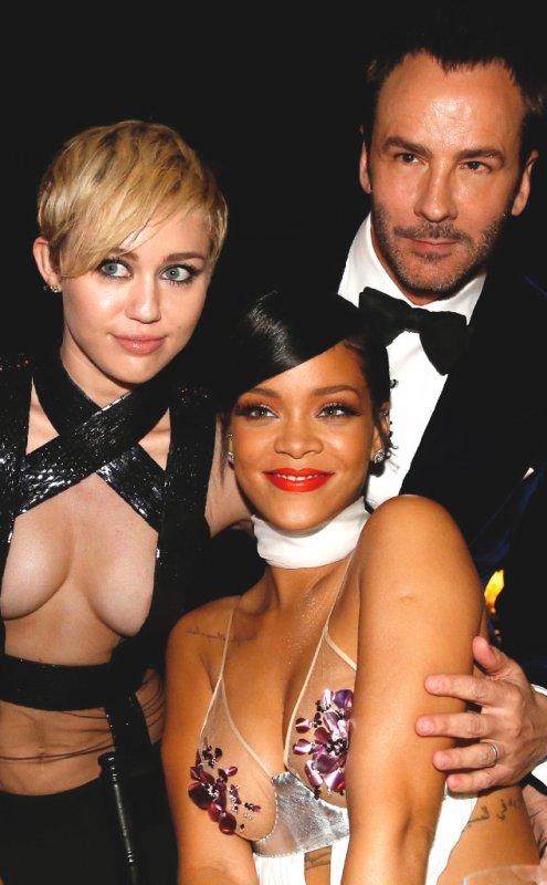 Miley Cyrus contre Rihanna : quelle robe sexy et révélatrice est votre préférée ? Votez !