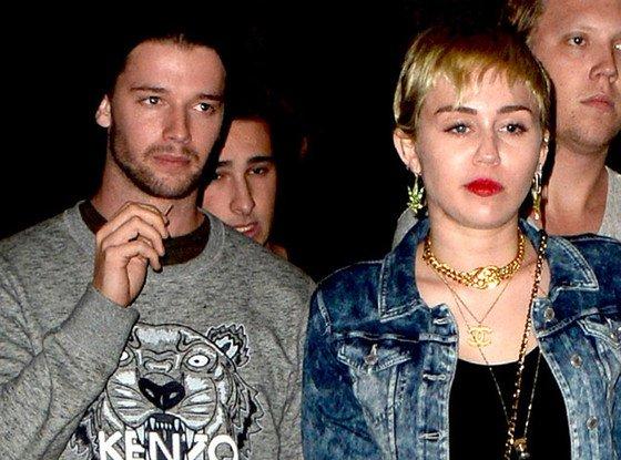 """Miley Cyrus rencontre Arnold Schwarzenegger ! Il l'a """"accueillie à bras ouverts""""EN EXCLUSIVITÉ"""