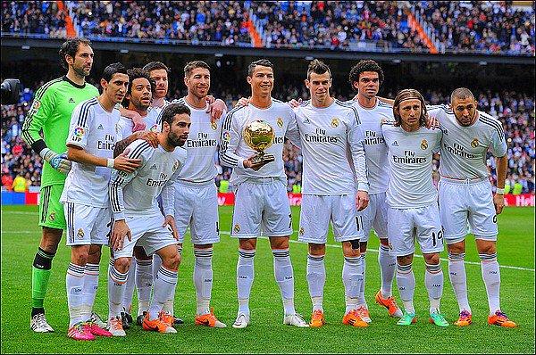 -  . 25.01.2014 - Cristiano Ronaldo a présenté son ballon d'or au public madrilène puis a ensuite disputé le match face a Grenade. Le Real Madrid s'impose deux zéro grâce a Cristiano Ronaldo et Karim Benzema puis sont désormais leader.  -  .